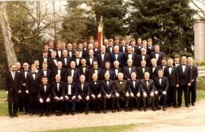 Der Männerchor im Jahre 1988, aufgenommen zum 90. Gründungsjubiläum.